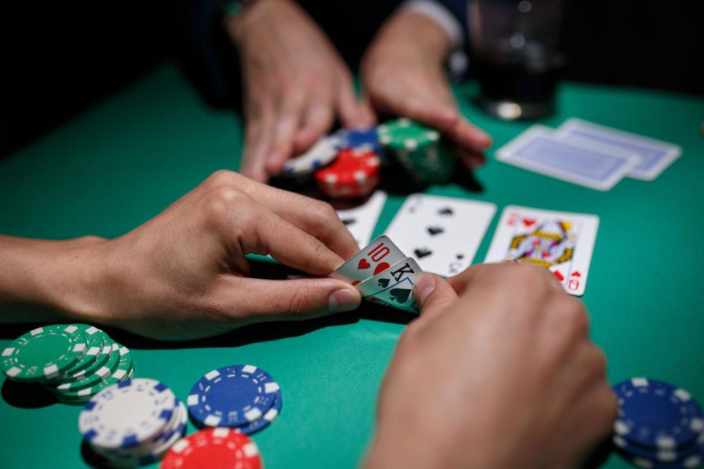 Play domino